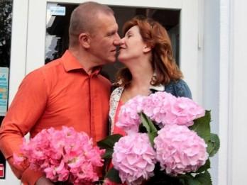 Video: Gaidot sesto atvasi, Kalnozols atklāj rokenrola restorānu Jūrmalā
