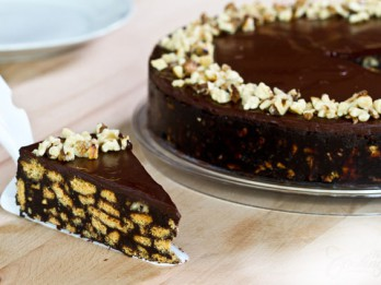 Kūkas un pīrāgi- vairāk nekā 55 kārdinošas un vienkāršas RECEPTES