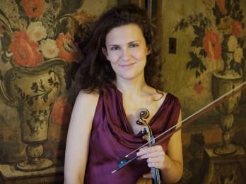 Itāļu vijolniece Lorenca Borrani un Sinfonietta Rīga tiekas uz Lielās ģildes skatuves