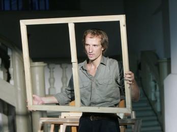 """Izstāžu zālē """"Arsenāls"""" atgriežas stāsts par  gleznotāju Jāni Pauļuku"""
