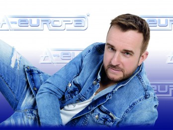 """Artūrs Duboks ar populārākajām grupas """"A-Europa"""" dziesmām un jaunām kompozīcijām koncertos """"Tuvumā, tālumā…""""."""