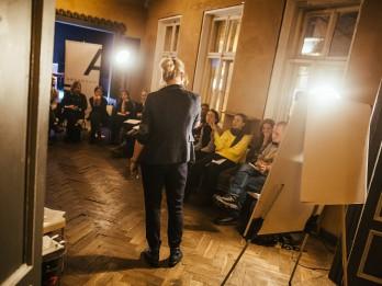 Rakstnieki un mākslinieki iestājas pret vardarbību ģimenē