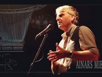 Interneta tiešraidē notiks mūziķa Ainara Mielava koncerts