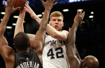 """Rodeo ceļojuma noslēgumā """"Spurs"""" sakauj """"Lakers"""", Bertānam trejacis"""