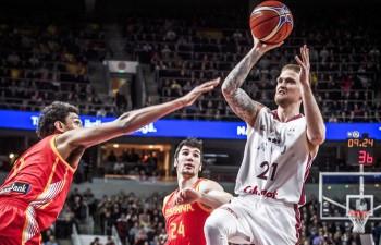 Latvija mostas par vēlu un pārpildītajā arēnā piekāpjas spāņiem