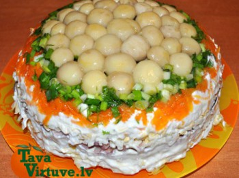 Pūpolsvētdienas sāļā torte ar marinētiem šampinjoniem