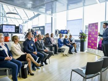 """Latvijas jauniešu digitālās prasmes """"iestrēgušas"""" izklaides sfērā"""
