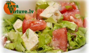Fotorecepte: zilā siera salāti soli pa solim