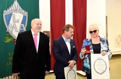 Latvijas Mākslas akadēmija pirmo reizi pastāvēšanas vēsturē piešķir goda locekļa nosaukumu – mecenātiem Borisam un Inārai Tetereviem