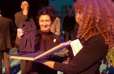"""Ievas Ozoliņas filma """"Dotais lielums: mana māte"""" saņem balvu Amsterdamā"""
