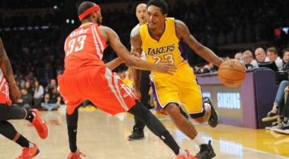 """""""Lakers"""" aizmaina labāko rezervistu Viljamsu uz Hjūstonu"""
