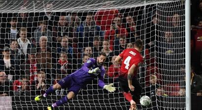 """""""Manchester United"""" dramatiskā cīņā nākas izstāties no Anglijas Līgas kausa"""