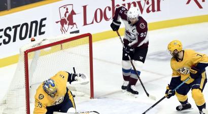 Tampa un Nešvila atdod Bufalo NHL līderes lomu, Vegasa gūst astoņus vārtus