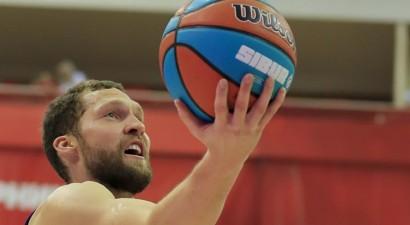 Šmits piedalās ACB tālmetienu rekorda atkārtojumā, Strēlnieks samet 11 punktus