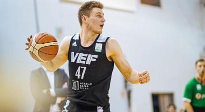 """Kurucam 22+6, Smitam 17+13, """"VEF Rīga"""" Tallinā iemet 122 punktus"""