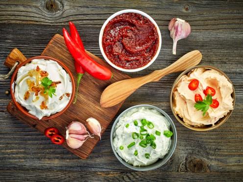 Četras neierastas un viegli pagatavojamas mērces grila ēdieniem