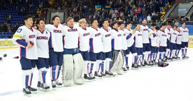 Bez NHL spēlētājiem un ar Dienvidkoreju - sākas olimpisko spēļu hokeja turnīrs