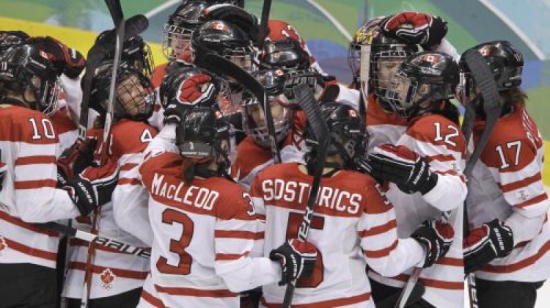 Kanādas hokejistes Foto: AFP/Scanpix