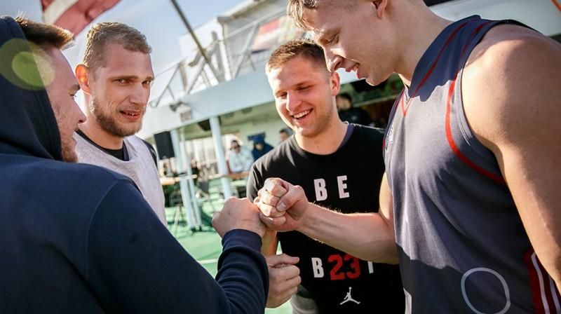 """""""LSA"""" 3x3 basketbolisti uz kuģa (no kreisās): Nils Ozoliņš, Arvis Savčenko, Kārlis Večens un Roberts Žubulis Publicitātes foto"""