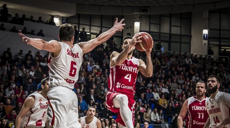 Epizode Melnkalnes un Turcijas spēlē. Foto: FIBA