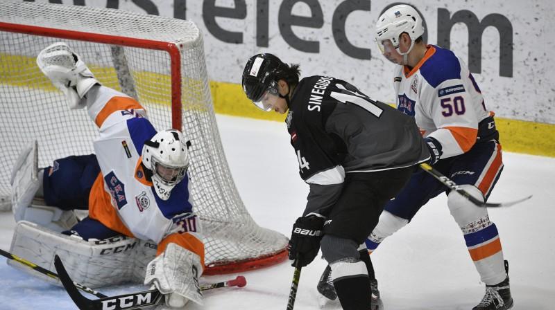 Antonam Siņegubovam šovakar divas rezultatīvas piespēles. Foto: Romāns Kokšarovs/f64