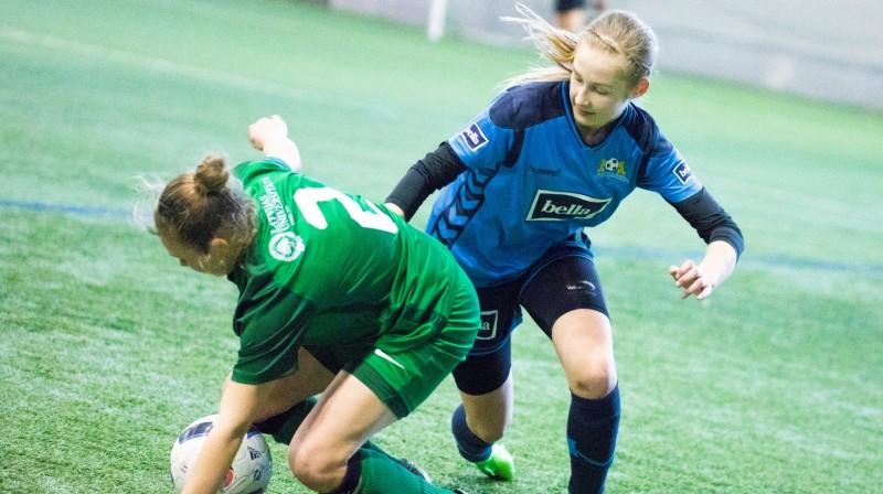 Anna Krūmiņa (pa labi) pret Lindu Kazlausku / Foto: Nora Krevņeva-Baibakova