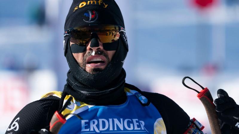 Francijas biatlonists Simons Furkads Pasaules kausa posmā Kanādā. Foto: AFP/Scanpix
