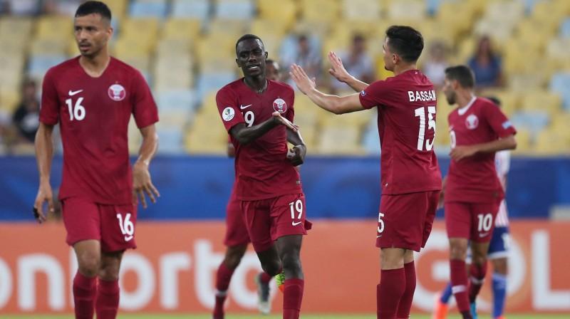Kataras futbola izlases spēlētāji svin vārtu guvumu. Foto: Reuters/Scanpix