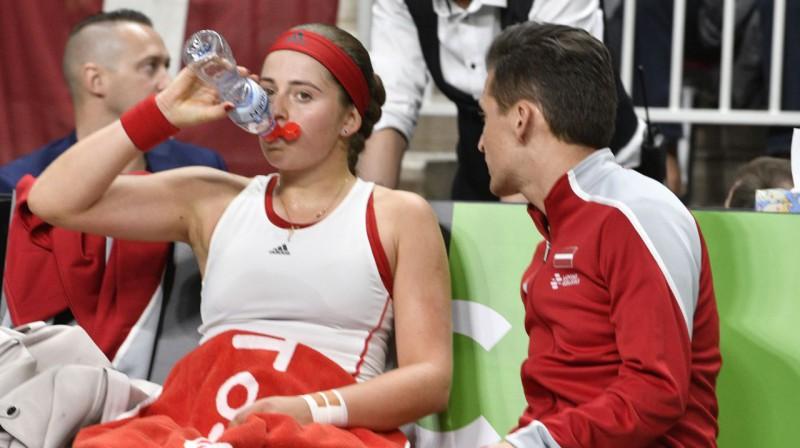 Aļona Ostapenko un Adrians Žguns. Foto: Romāns Kokšarovs, f64