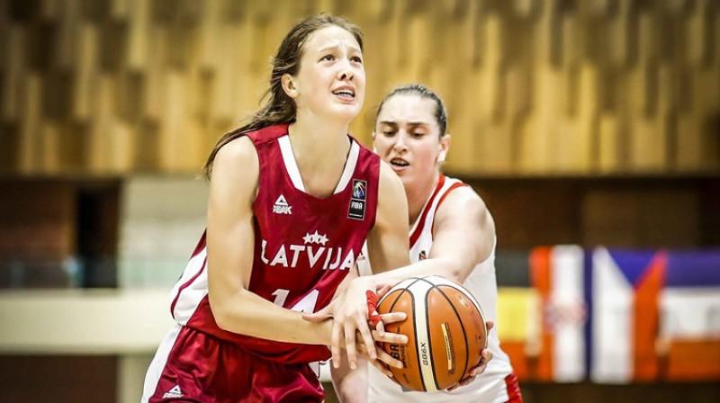 Eva Indriķe ceturtdaļfinālā pret Krieviju. Foto: FIBA