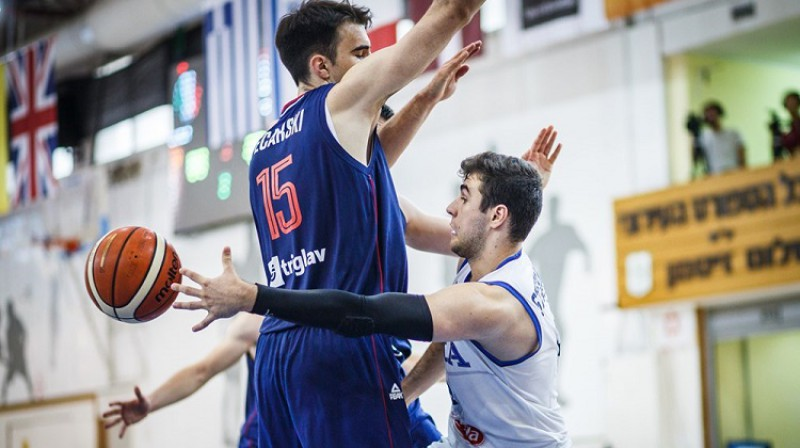 Epizode Serbijas un Itālijas spēlē. Foto: FIBA