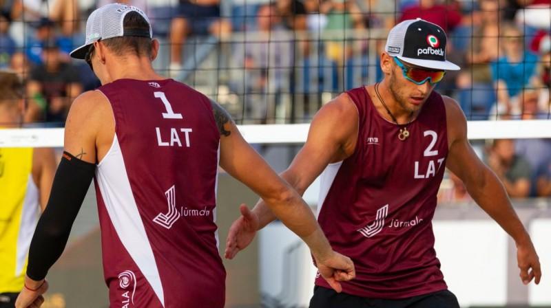 Mārtiņš Pļaviņš un Edgars Točs. Foto: FIVB