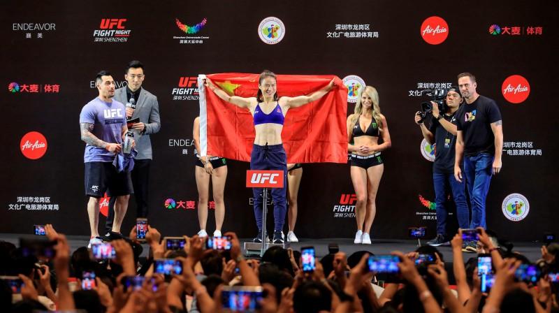 Veili Džana pavērusi UFC durvis uz Ķīnas tirgu. Foto: AFP/Scanpix