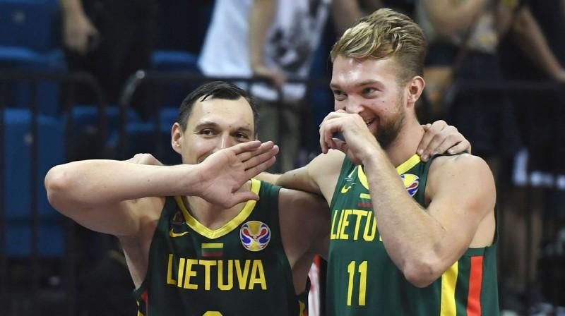 Jons Mačulis un Domants Sabonis. Foto: AFP / Scanpix