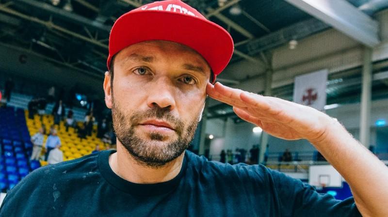 Kristaps Janičenoks, atvadoties no profesionālā basketbolista karjeras. Foto: Mikus Kļaviņš/VEF Rīga