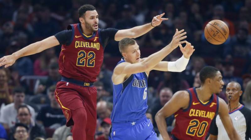 """Kristaps Porziņģis pret """"Cavaliers"""". Foto: AP/Scanpix"""