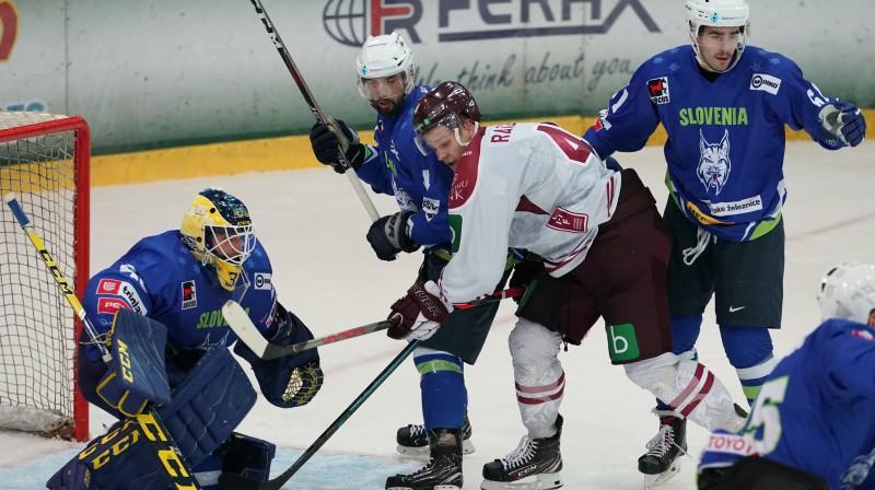 Frenks Razgals pret Slovēniju. Foto: Romāns Kokšarovs/f64