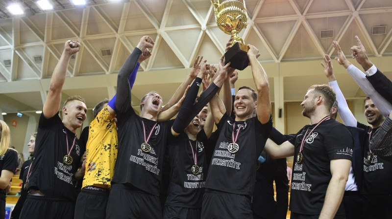 """""""RTU/Robežsardze"""" ar Latvijas kausu. Foto: LVF"""