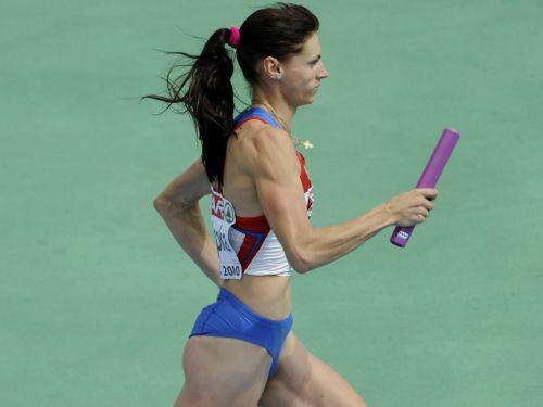 Krievijai pārliecinoša uzvara dāmu 4x400 metru stafetē