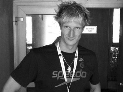24 gadu vecumā miris Latvijas rekordists peldēšanā Blohins