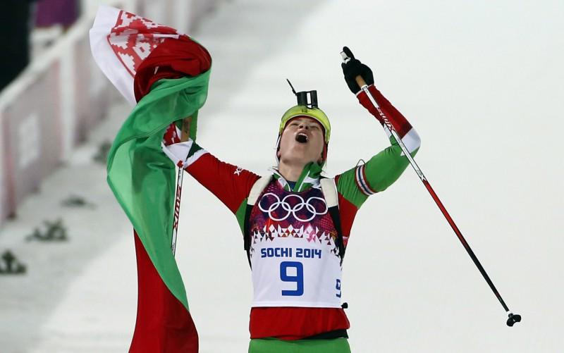 Domračeva kļūst par olimpisko čempioni biatlona iedzīšanā, Gregorinai bronza