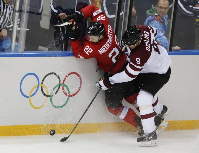 Latvija par vietu ceturtdaļfinālā spēkosies ar Šveices hokejistiem