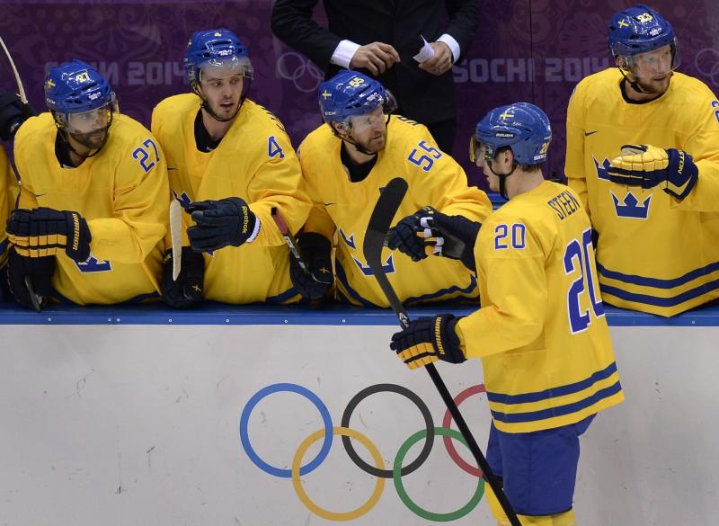 Zviedru hokejisti trešajā periodā sakauj slovēņus un iekļūst pusfinālā