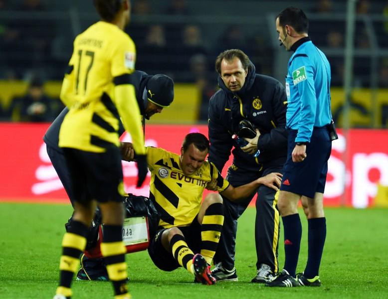 """""""Borussia"""" pussargs Groskroics izlaidīs pusotru mēnesi"""
