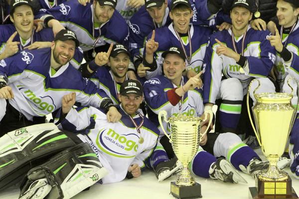 """""""Mogo"""" uzvar """"Kurbads"""" hokejistus un kļūst par Latvijas čempioniem"""