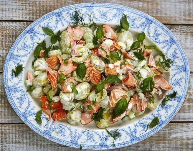 Atsvaidzinošs gardums - vasaras laša salāti Džeimija Olivera gaumē