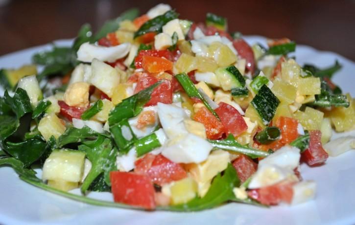 Dārzeņu salāti ar rukolu