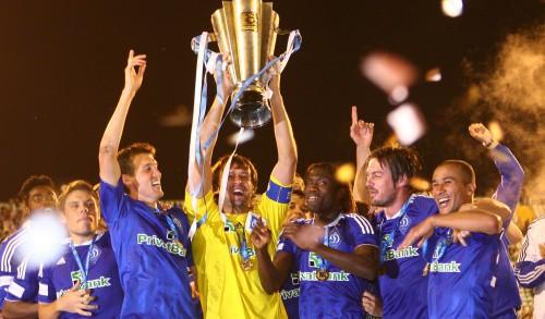 """Ukrainā sezona sākas gardi - superkausa pendelēs triumfē """"Dynamo"""""""