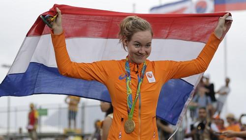 Dramatiskā finiša spurtā uzvara Nīderlandes riteņbraucējai Bregenai
