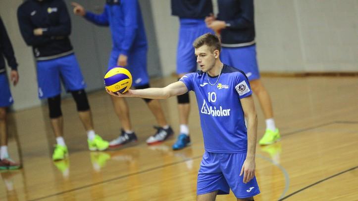 """Latvijas klubu duelī """"Biolars"""" uzveic RTU, """"Lūši"""" piecu setu cīņā izglābj punktu Tallinā"""